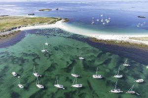 Tombolo entre les îles Saint-Nicolas et Bananec