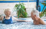 341923-seniors-pour-mag