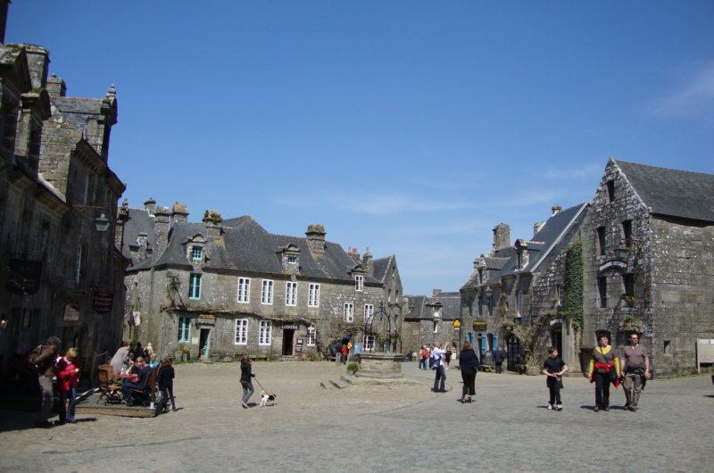 Place de l'église de Locronan