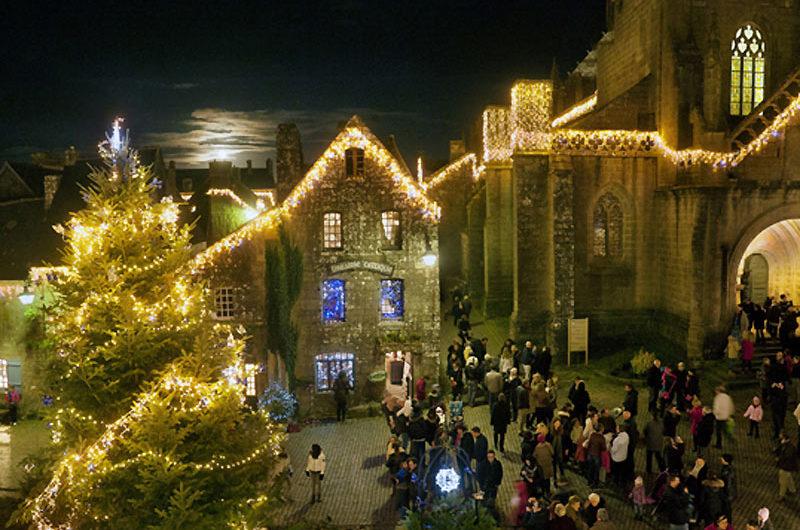 Illuminations et marché de Noël à Locronan