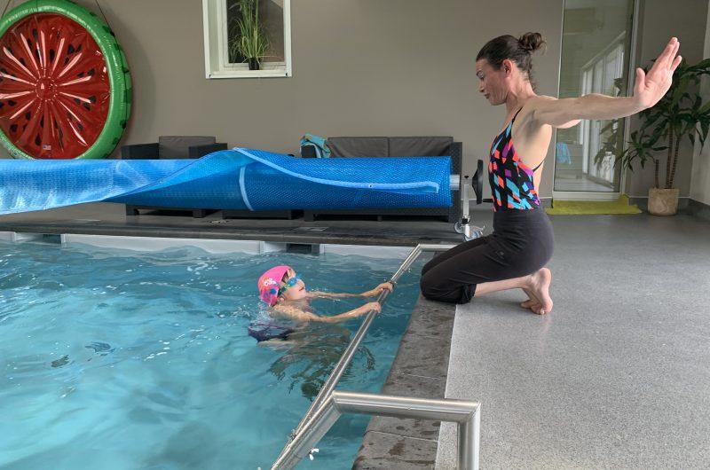 Cours de natation dans sa piscine